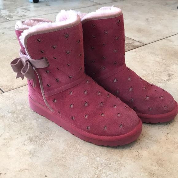 d7b21220e02 UGG Pink heart cutout boots Youth size 3